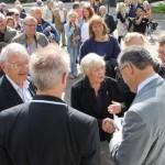 Familie van der Plas napraten met Peter Buisman en Abouteleb